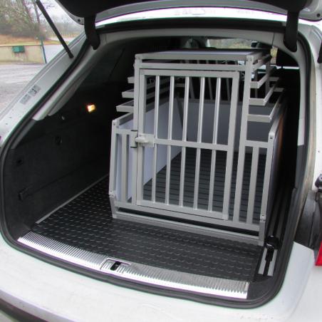 Caisse de transport simple confort + Braveur® pour un chien dans une Audi A6 Break