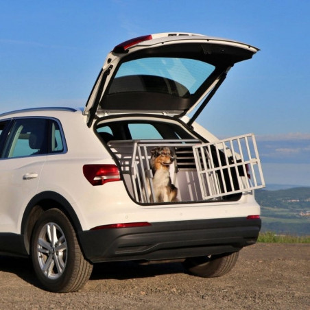 DIBARO LARGE - Caisse de transport pour chien L : Berger Australien - Border Collie -Braque en Audi Q3